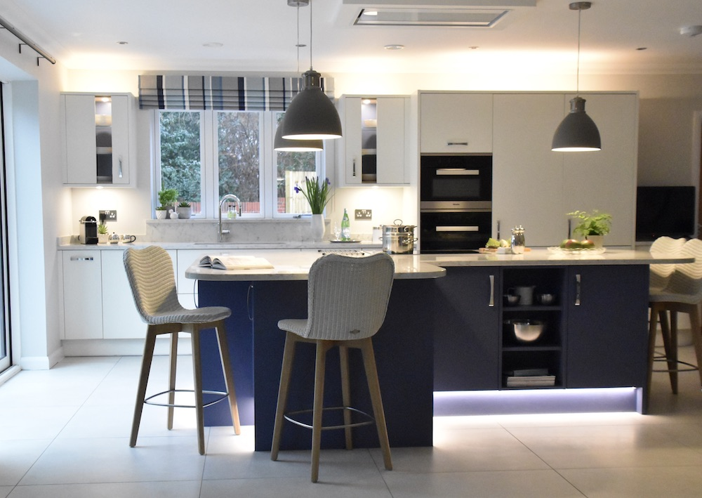 Park House Kitchens, Surrey - bold colour, bar stools